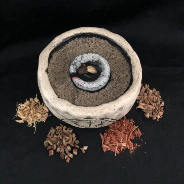 Räucherschale mit Aegishjalmur und verschiedenem Rauchwerk