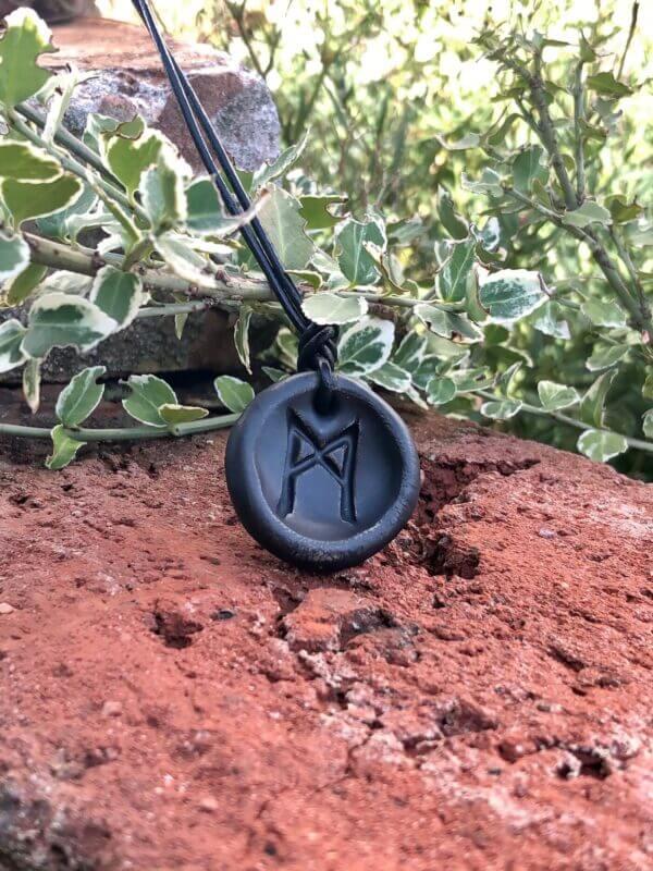 Rune-Mannaz-schwarz-matt