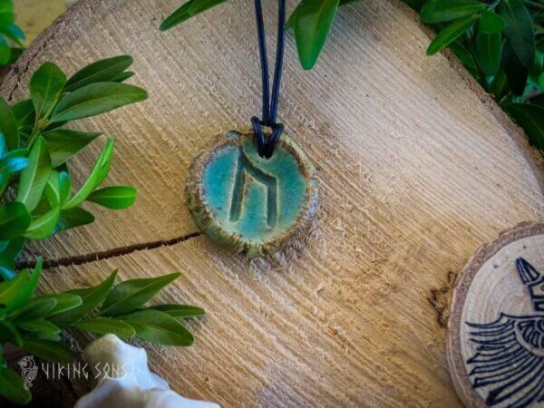 Runenkette Uruz braun grün