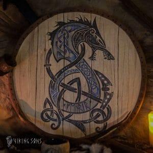 Wikingerschild aus Holz mit Abbildung des Fenriswolfes